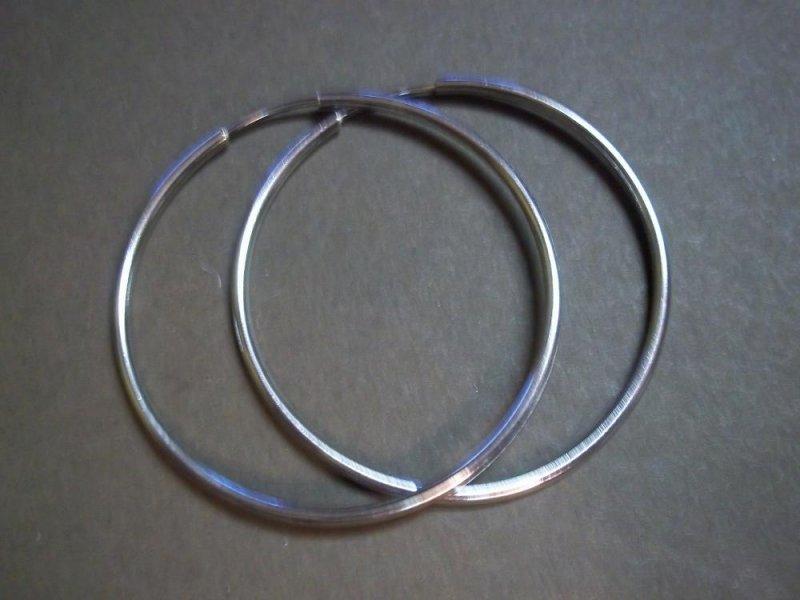 P0696 Retired Silpada Sterling Silver Hoop Earrings