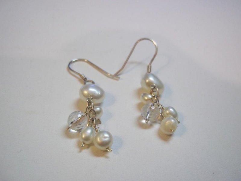 w0978 retired silpada sterling silver pearl drop earrings