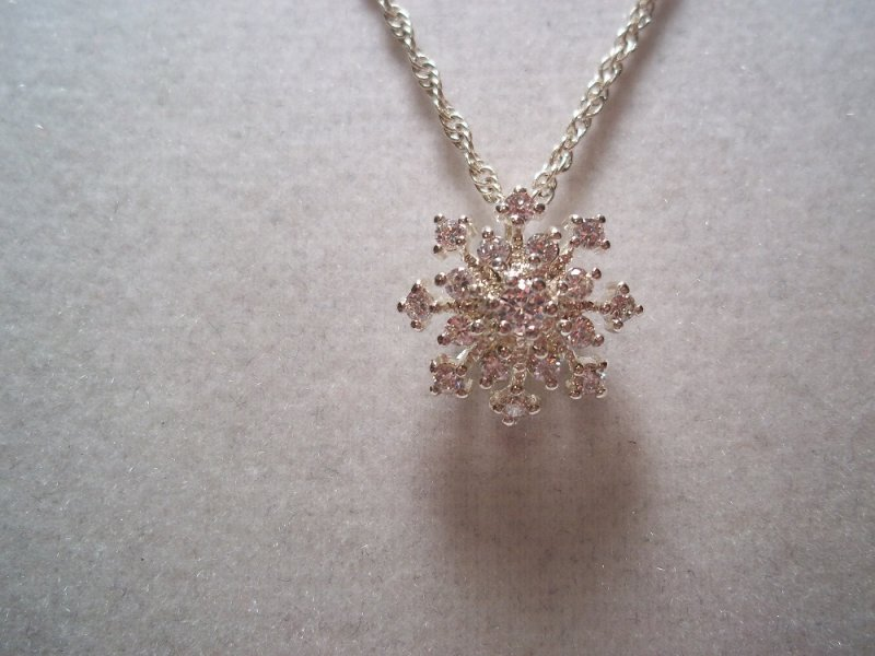 Flurries retired premier designs snowflake necklace treat yourself to this very special piece of jewelry or treat someone important to you and make them happy solutioingenieria Image collections