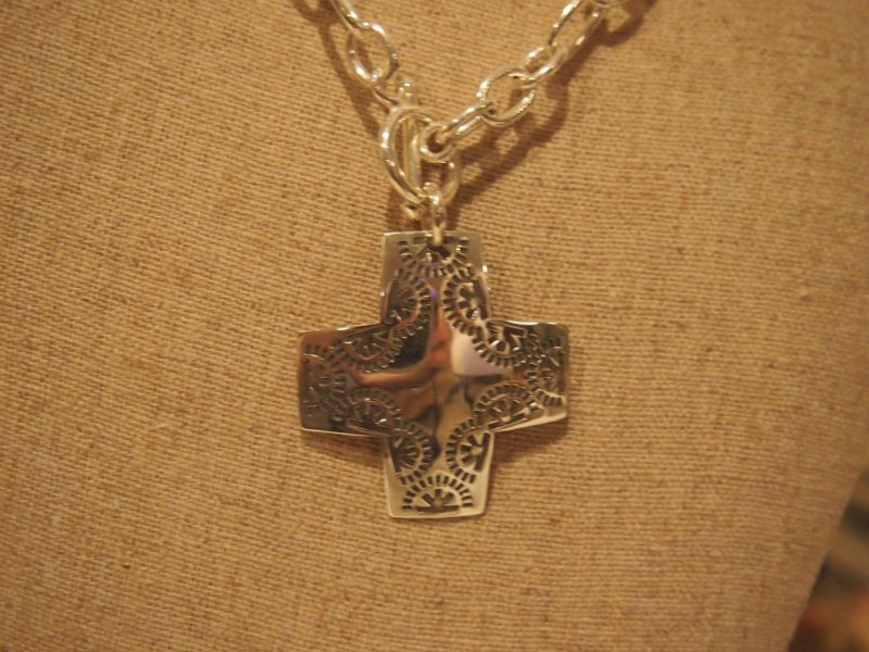 n0557 silpada sted virtuosity cross necklace