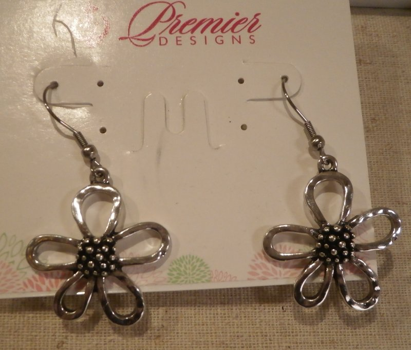diana little products greenwood daisy earrings