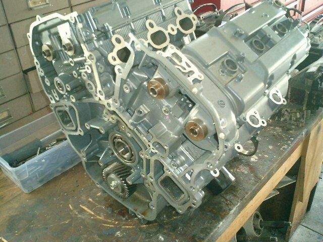 Image 4 of SUZUKI 200HP 225HP 250HP SUZUKI 4 STROKE POWERHEAD AND CYLINDER HEADS