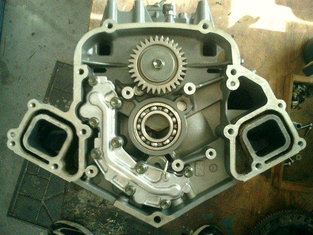 Image 5 of SUZUKI 200HP 225HP 250HP SUZUKI 4 STROKE POWERHEAD AND CYLINDER HEADS