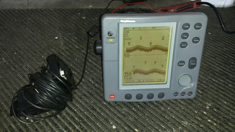 Raytheon L750 Fishfinder With Transducer And Suncover